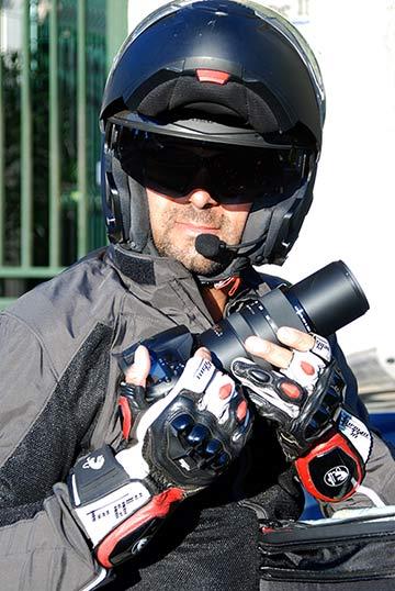 Détective prise de photos à moto